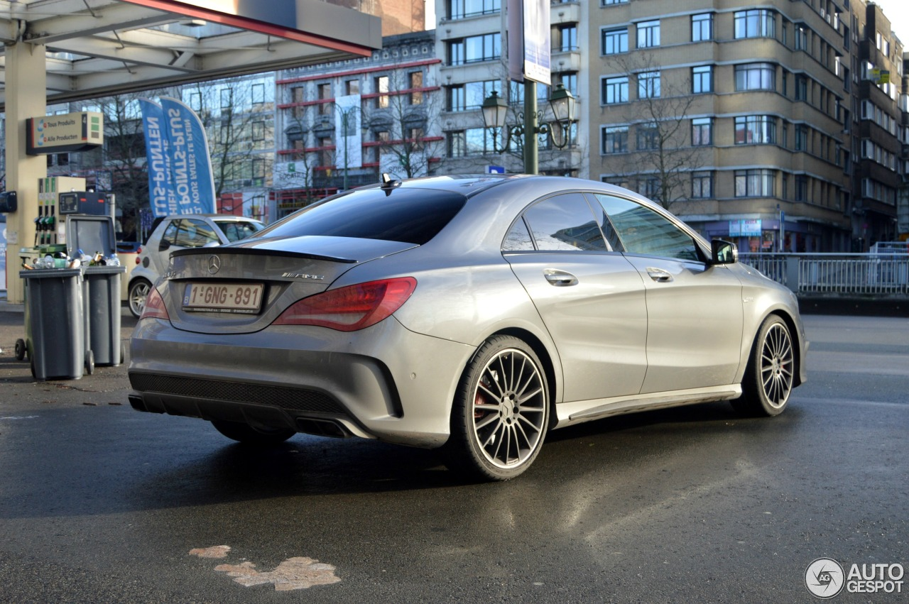 mercedes benz cla 45 amg c117 3 janvier 2015 autogespot. Black Bedroom Furniture Sets. Home Design Ideas