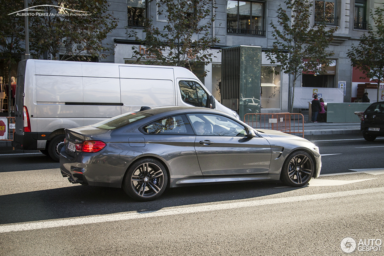 bmw m4 f82 coup 5 janvier 2015 autogespot. Black Bedroom Furniture Sets. Home Design Ideas