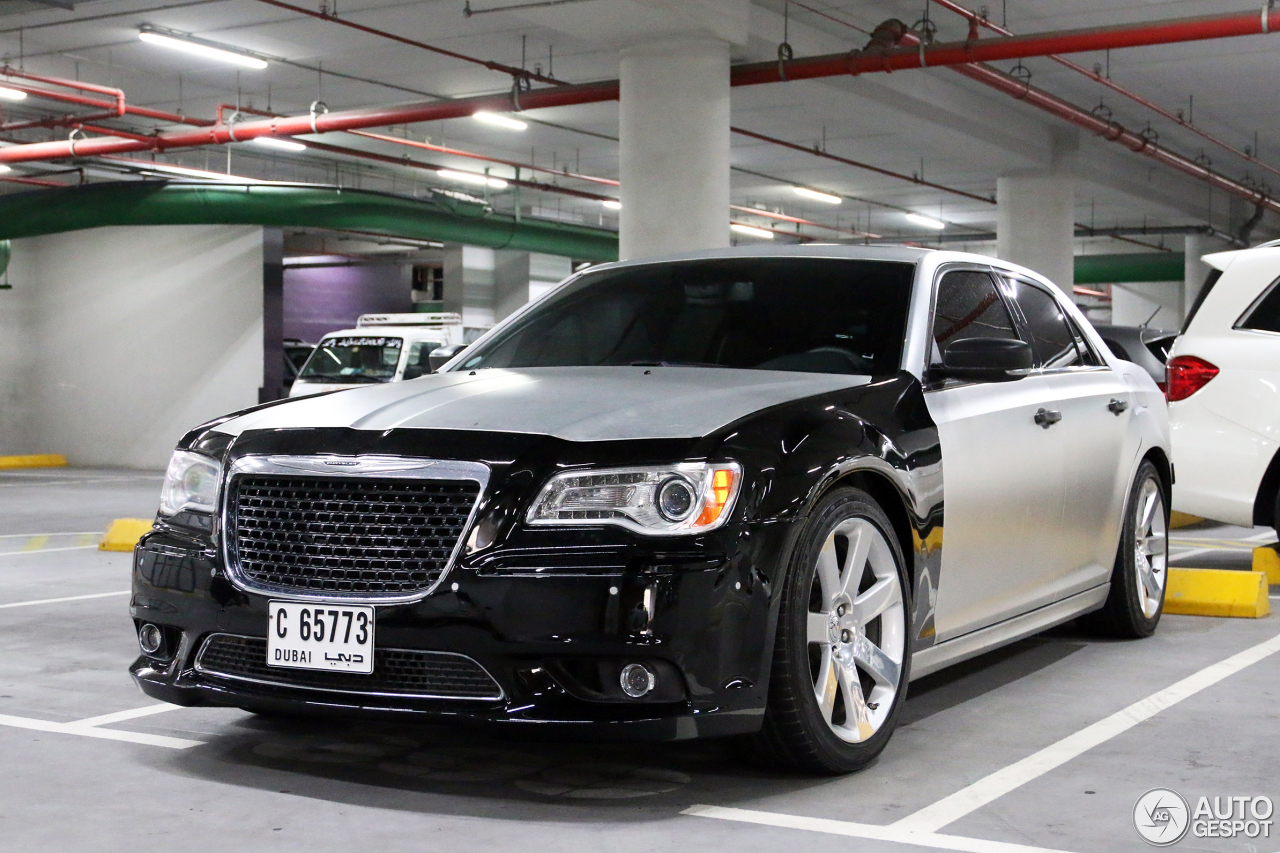 chrysler 300c srt8 2013 5 2015 autogespot. Black Bedroom Furniture Sets. Home Design Ideas