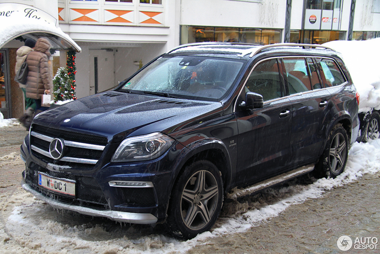 Mercedes benz gl 63 amg x166 7 january 2015 autogespot for Mercedes benz gls 63 amg