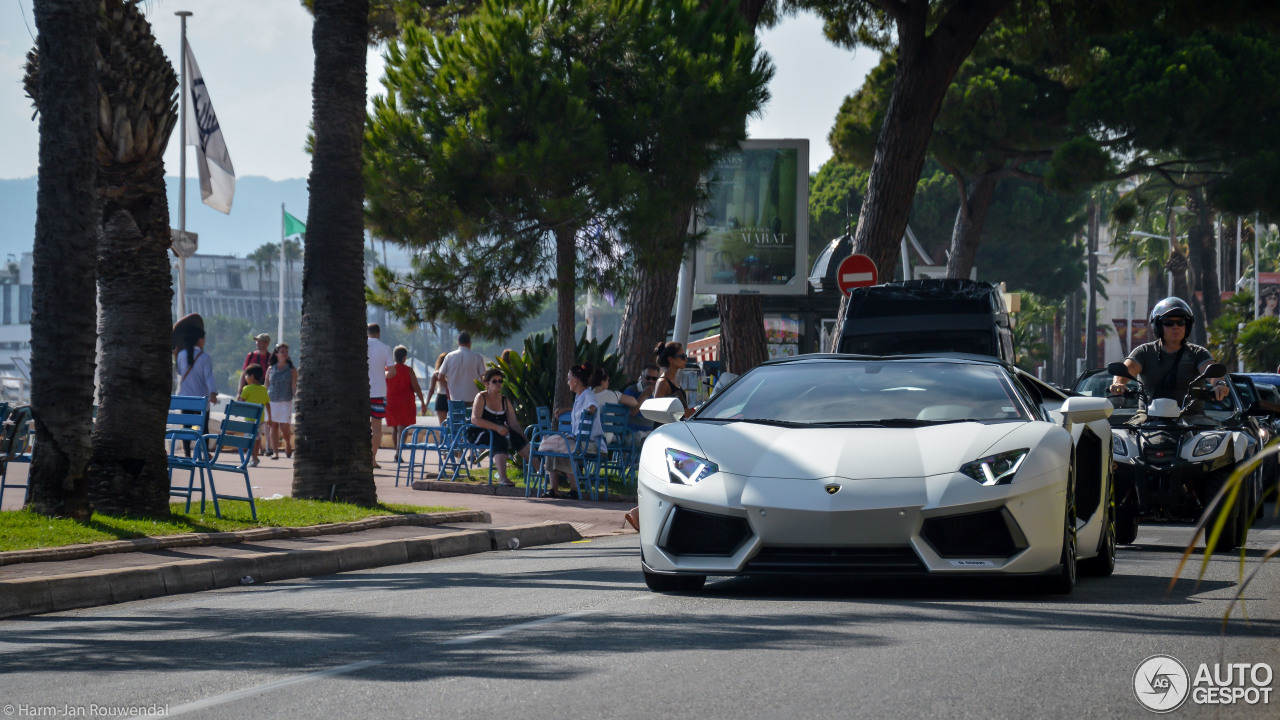 Lamborghini Aventador LP700-4 Roadster 2