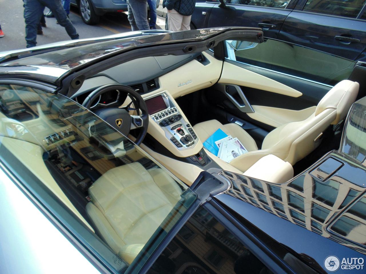 Lamborghini Aventador LP700-4 Roadster 10