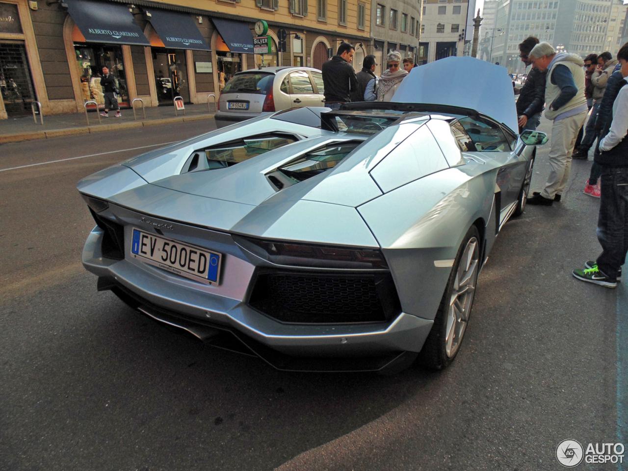 Lamborghini Aventador LP700-4 Roadster 4