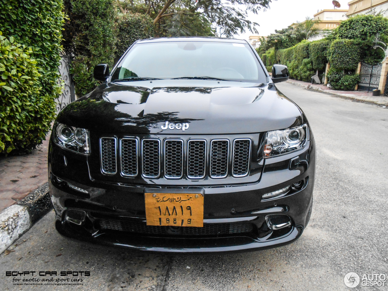 jeep grand cherokee srt 8 2012 13 february 2015 autogespot. Black Bedroom Furniture Sets. Home Design Ideas