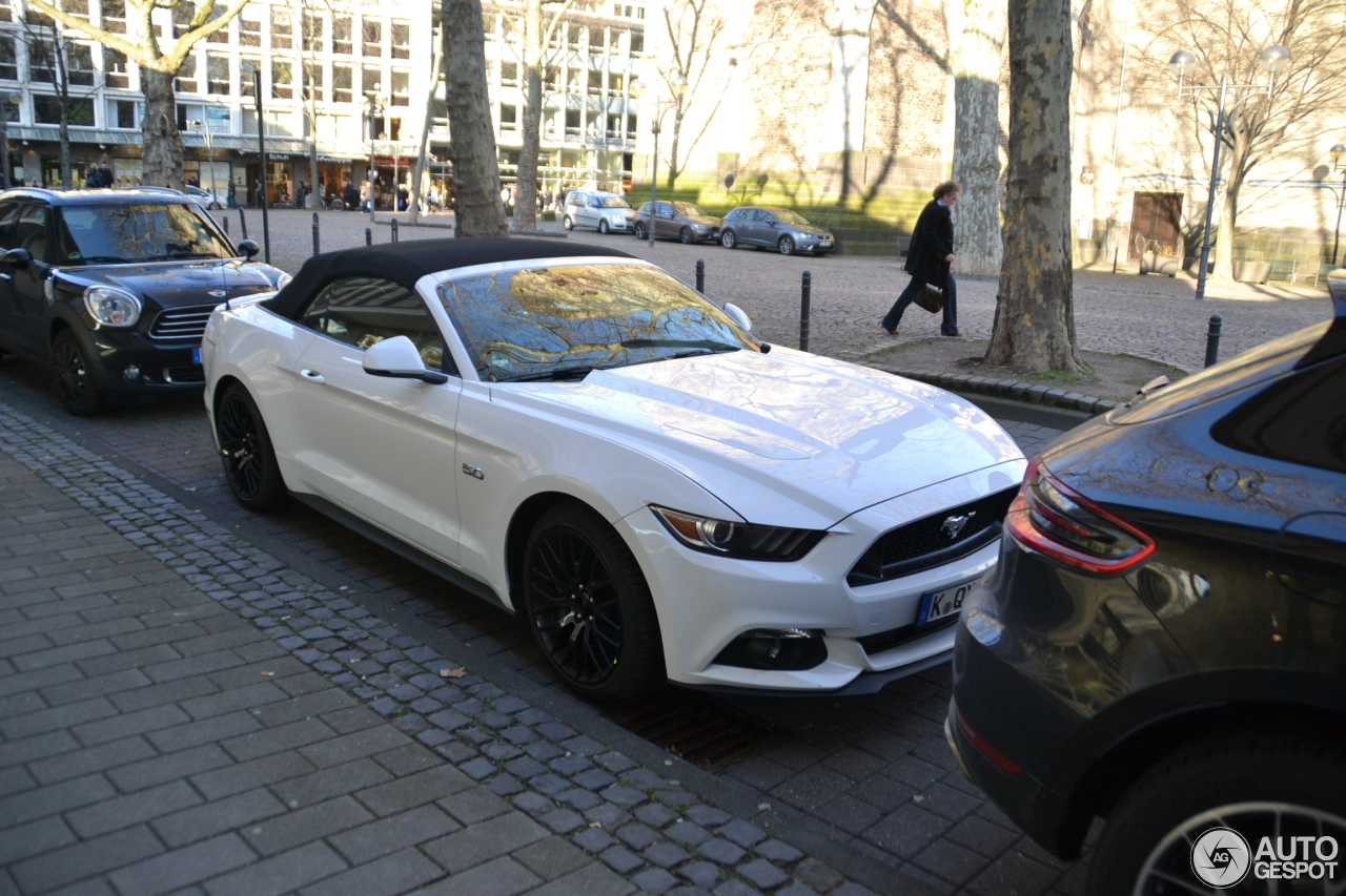 ford mustang gt convertible 2015 3 mrz 2015 autogespot. Black Bedroom Furniture Sets. Home Design Ideas