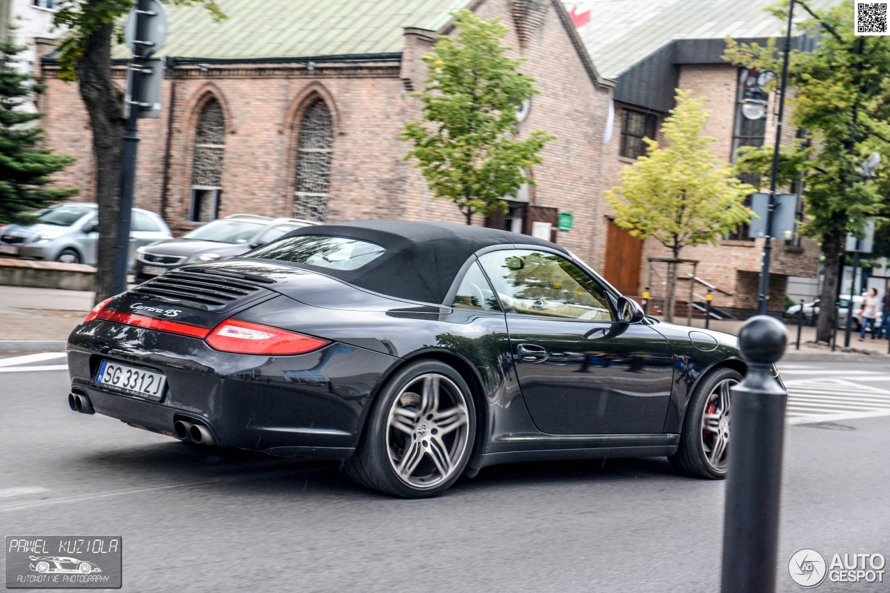porsche 997 carrera 4s cabriolet mkii 4 march 2015 autogespot. Black Bedroom Furniture Sets. Home Design Ideas