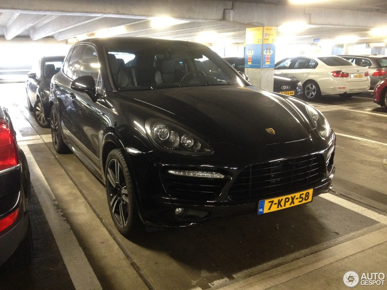 porsche 958 cayenne turbo s 28 mars 2015 autogespot. Black Bedroom Furniture Sets. Home Design Ideas