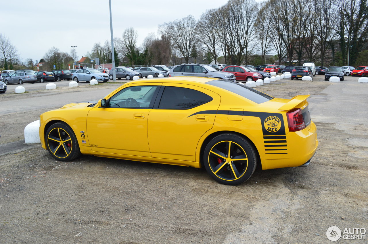 dodge charger srt 8 super bee 4 april 2015 autogespot. Black Bedroom Furniture Sets. Home Design Ideas