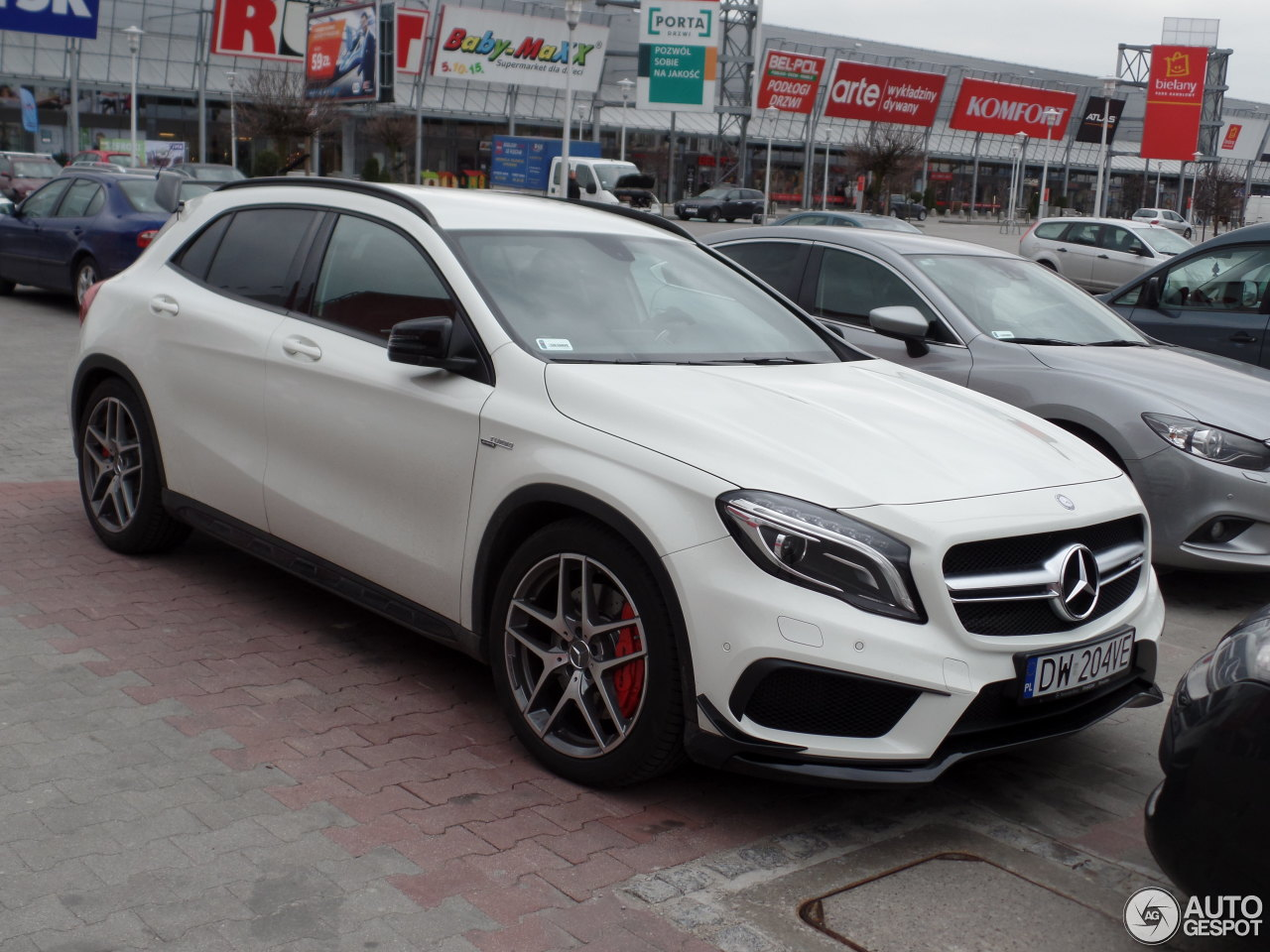 mercedes benz gla 45 amg x156 8 april 2015 autogespot. Black Bedroom Furniture Sets. Home Design Ideas