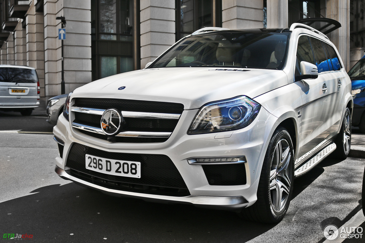 Mercedes benz gl 63 amg x166 10 april 2015 autogespot for Mercedes benz gl amg 2015
