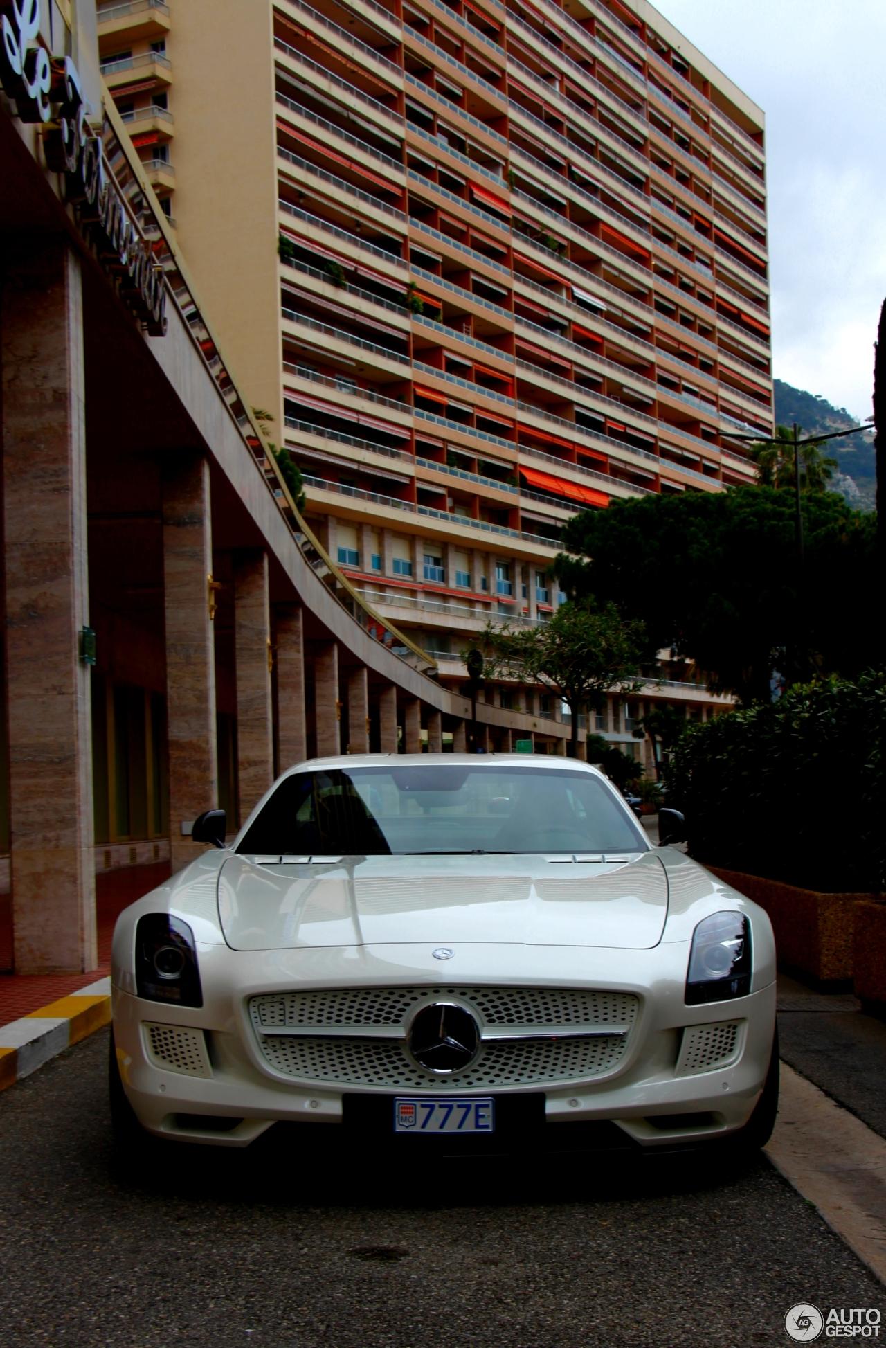Mercedes benz sls amg electric drive 22 april 2015 for Mercedes benz sls amg electric drive