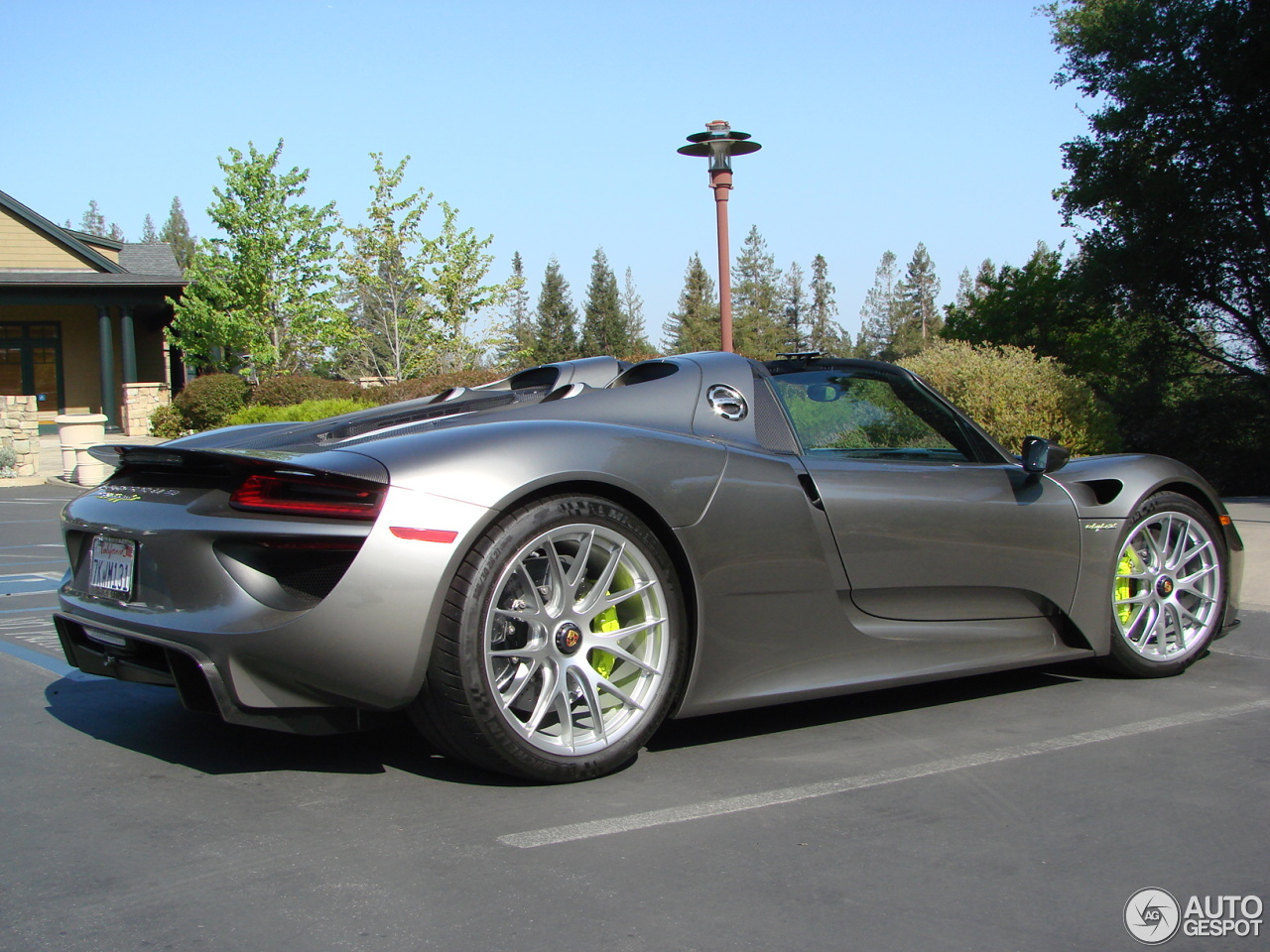 porsche 918 spyder 9 may 2015 autogespot. Black Bedroom Furniture Sets. Home Design Ideas