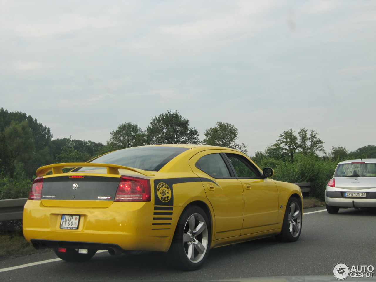 dodge charger srt 8 super bee 16 may 2015 autogespot. Cars Review. Best American Auto & Cars Review