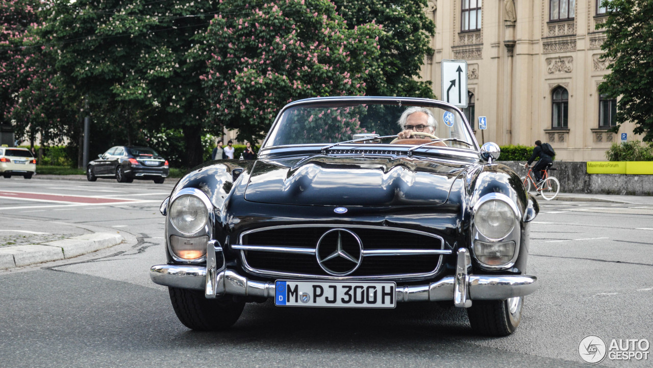 Mercedes benz 300sl roadster 17 mai 2015 autogespot for Mercedes benz 300 2015