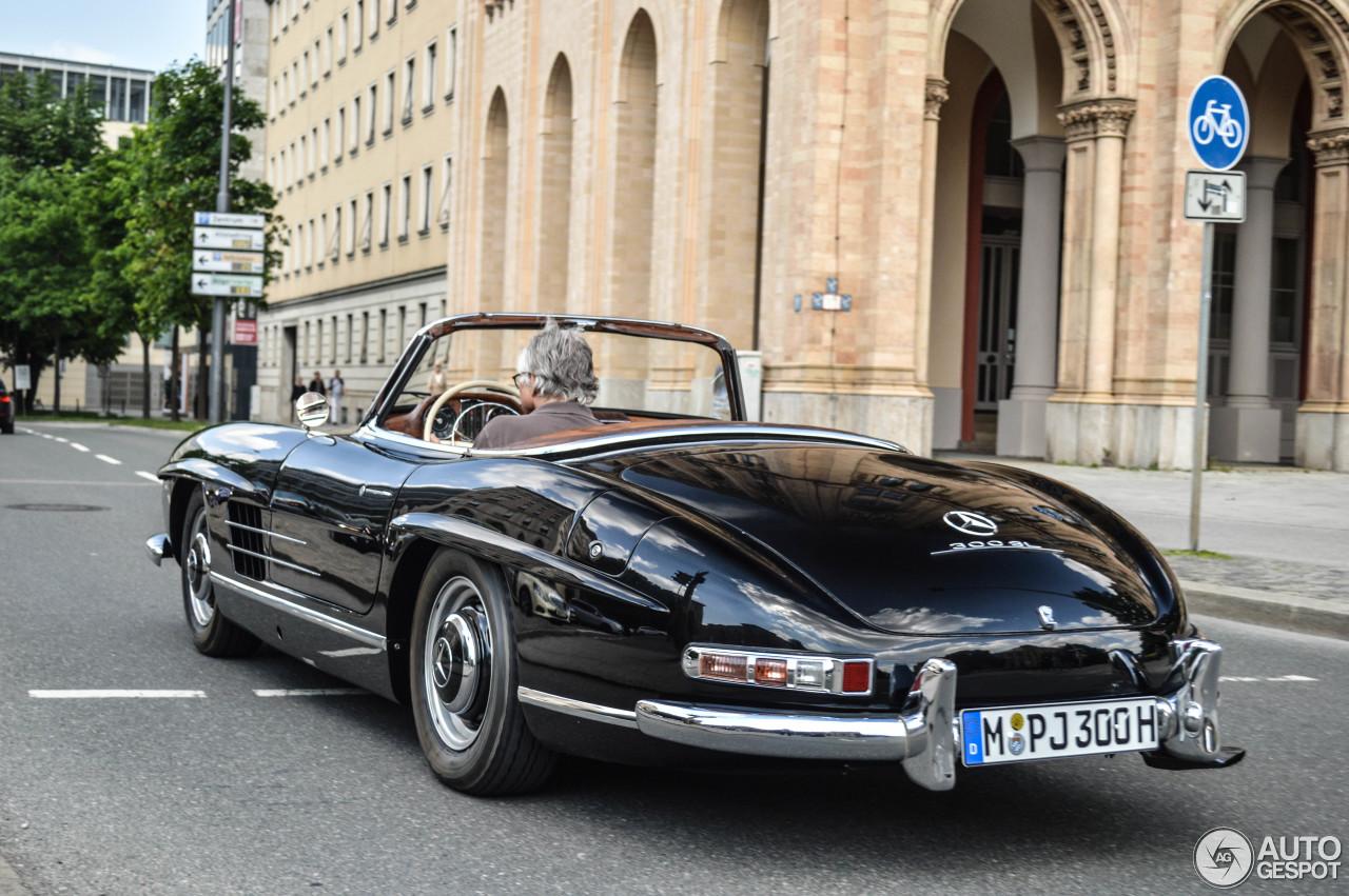 Mercedes benz 300sl roadster 17 may 2015 autogespot for Mercedes benz 300 2015