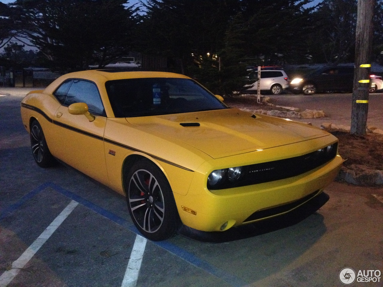 dodge challenger srt8 392 yellow jacket 31 may 2015 autogespot. Black Bedroom Furniture Sets. Home Design Ideas