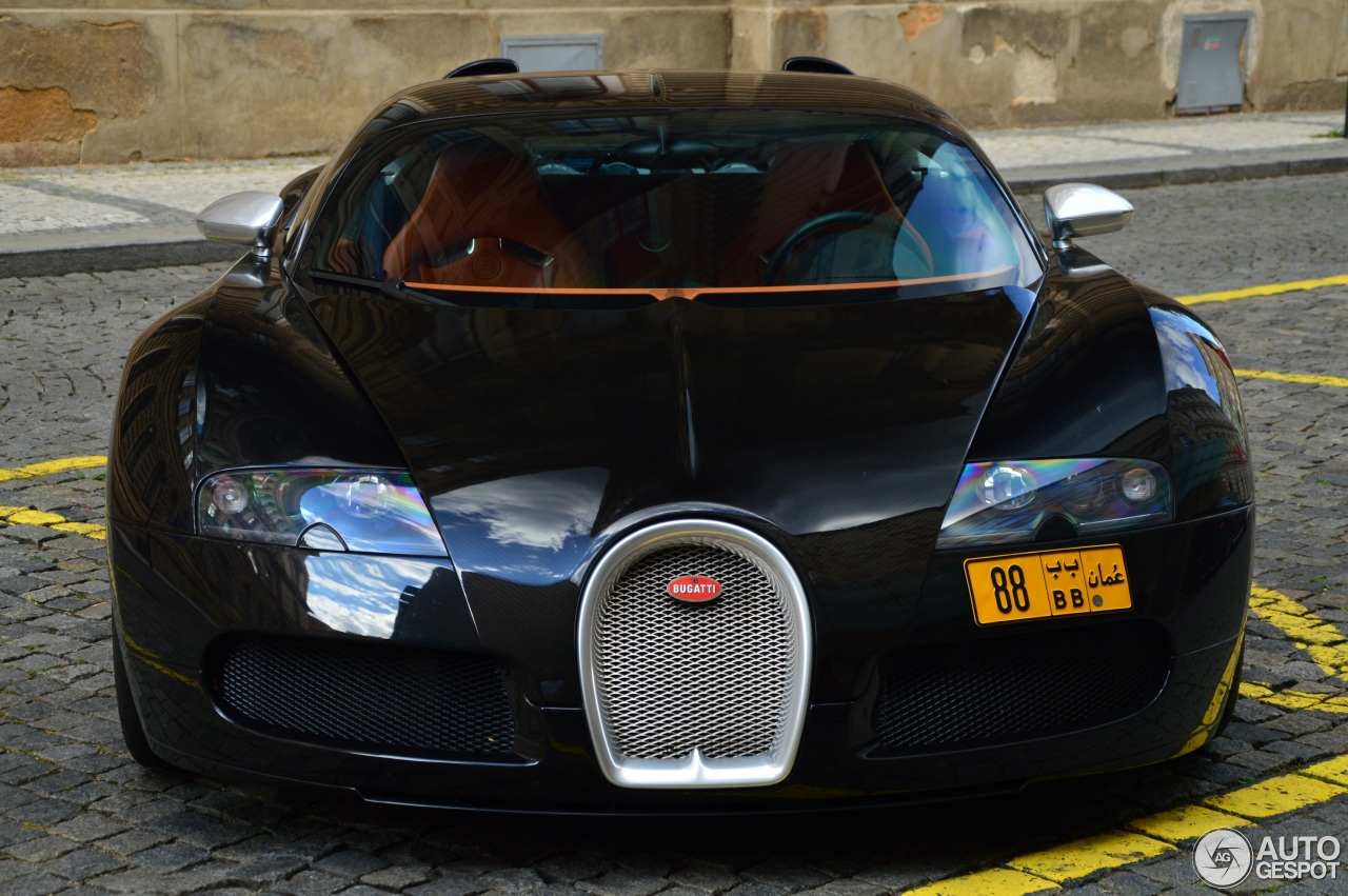 bugatti veyron 16 4 sang noir 1 august 2015 autogespot. Black Bedroom Furniture Sets. Home Design Ideas