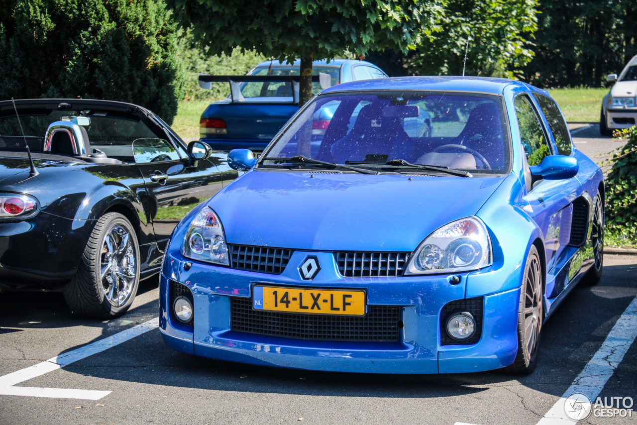 renault clio v6 phase ii 2 august 2015 autogespot. Black Bedroom Furniture Sets. Home Design Ideas