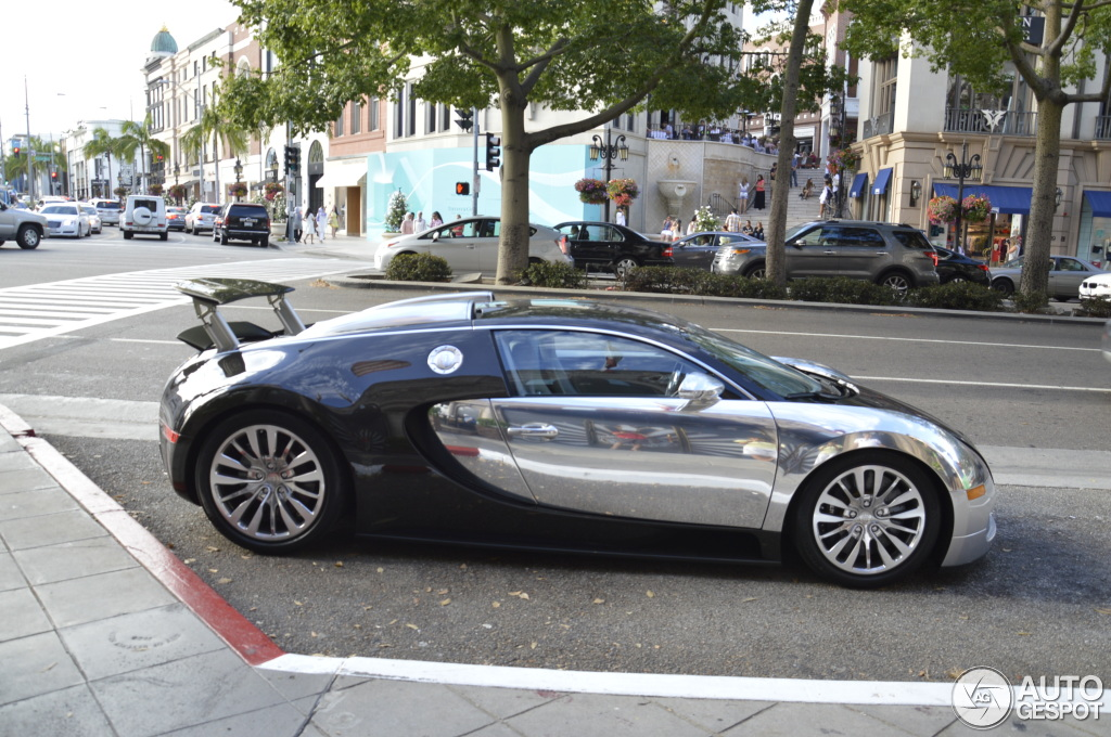 bugatti veyron price south african rands bugatti veyron spotted in cape town south africa on 05. Black Bedroom Furniture Sets. Home Design Ideas