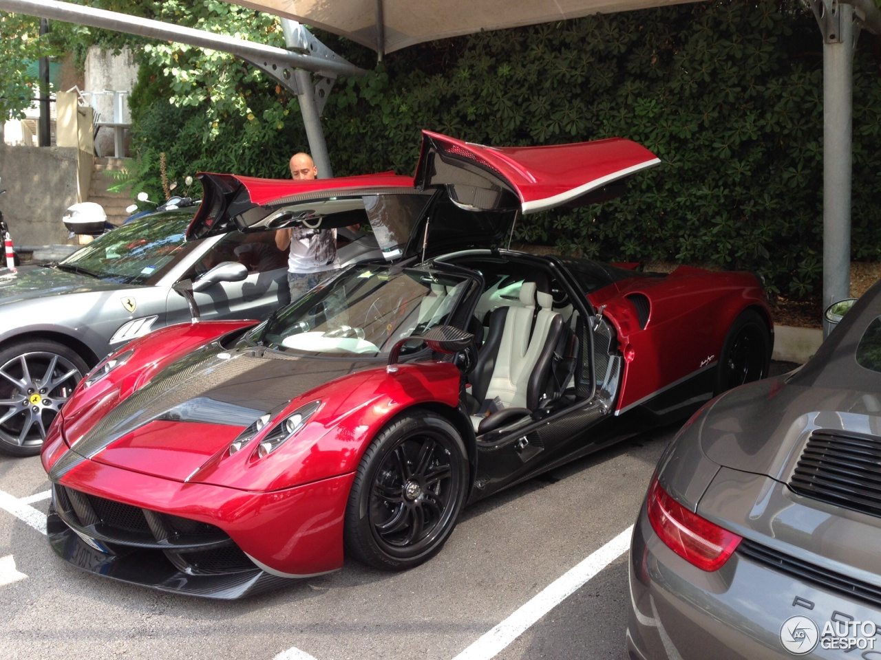 Pagani Huayra - Red/CF white stripe, White/Black int, #P1 ...