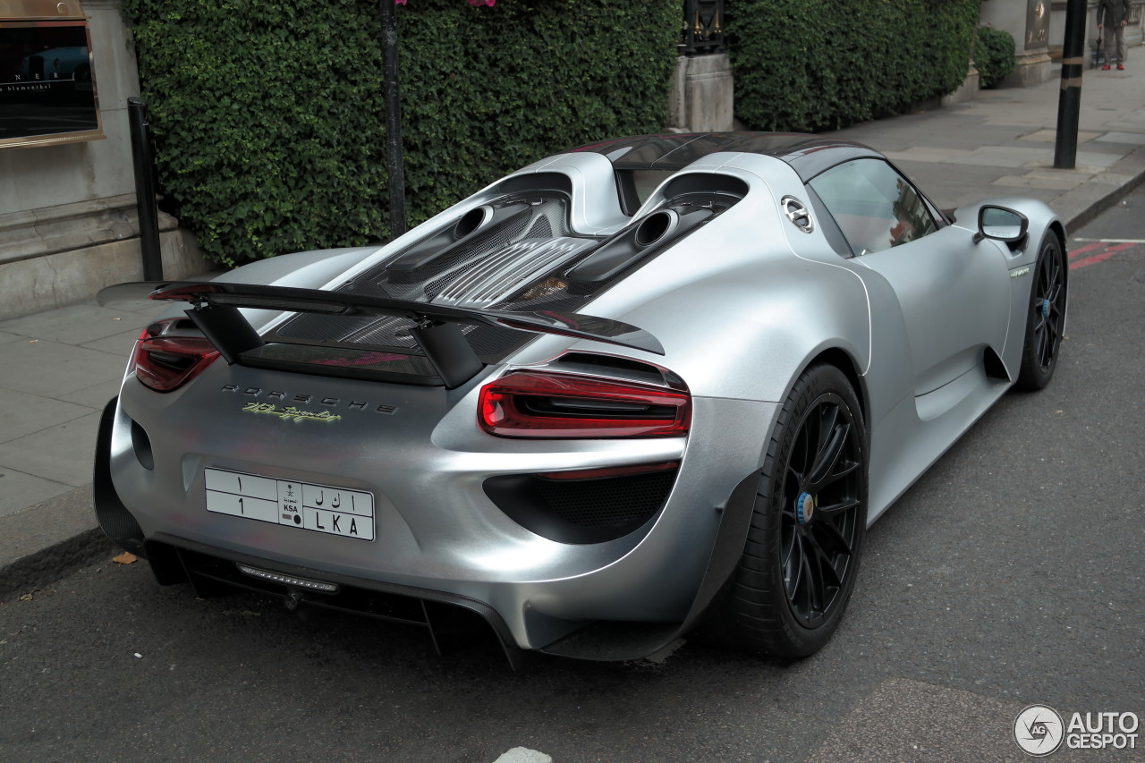porsche 918 spyder weissach package 22 august 2015 autogespot. Black Bedroom Furniture Sets. Home Design Ideas