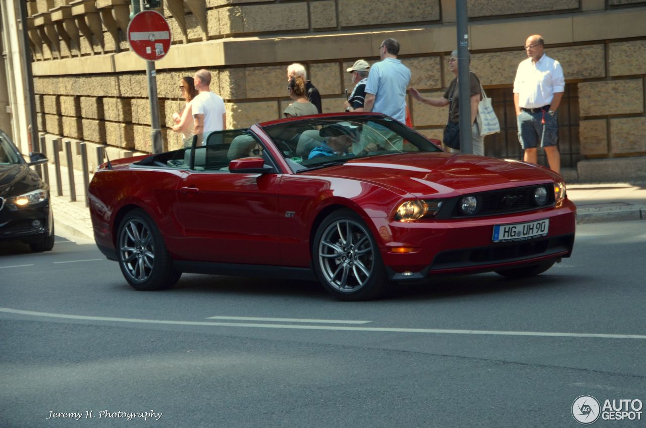 ford mustang gt convertible 2010 26 august 2015 autogespot. Black Bedroom Furniture Sets. Home Design Ideas