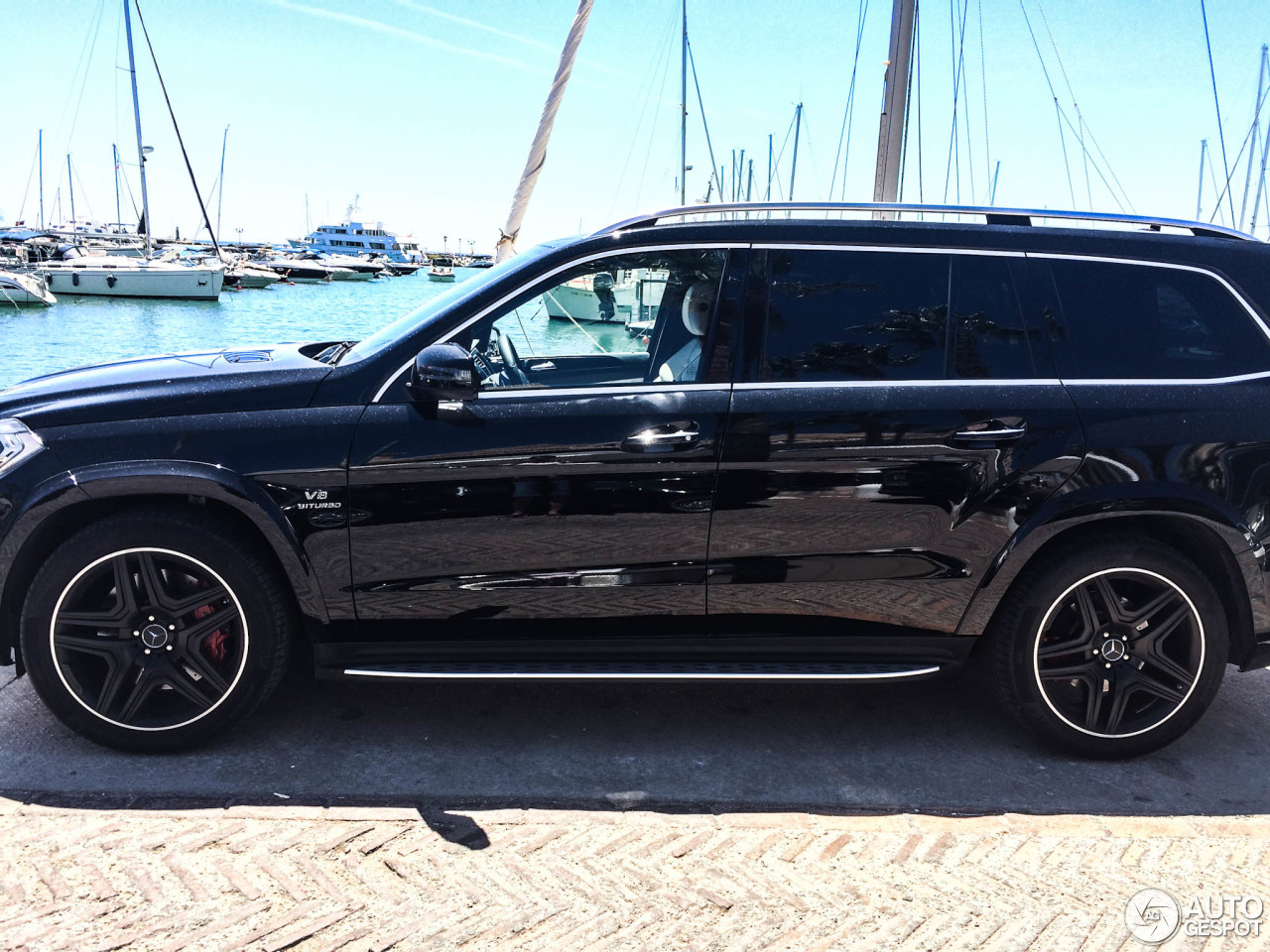 Mercedes benz gl 63 amg x166 5 september 2015 autogespot for Mercedes benz gl550 price