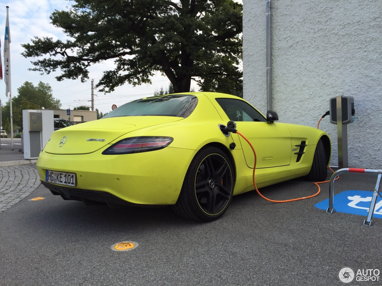 Mercedes benz sls amg electric drive 14 september 2015 for Mercedes benz sls amg electric drive price
