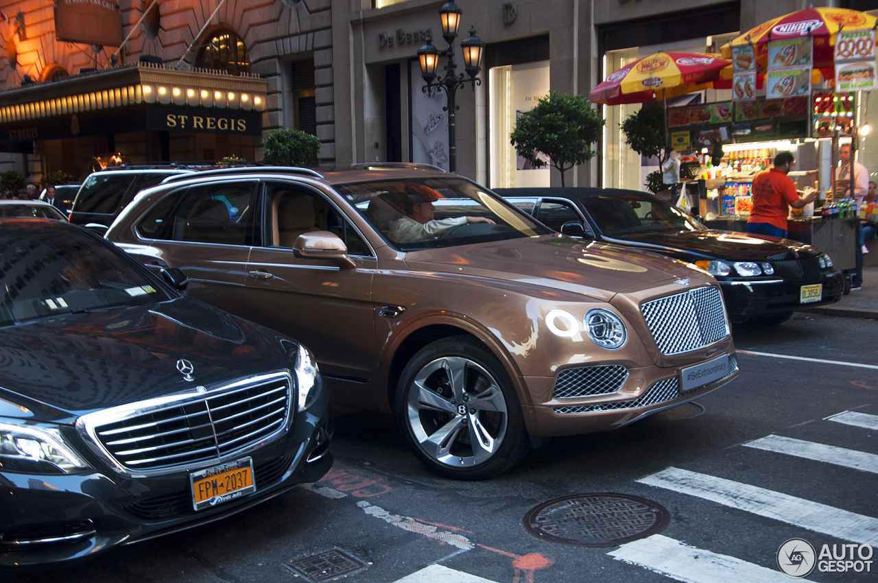 Bentley Bentayga 17 Septembre 2015 Autogespot