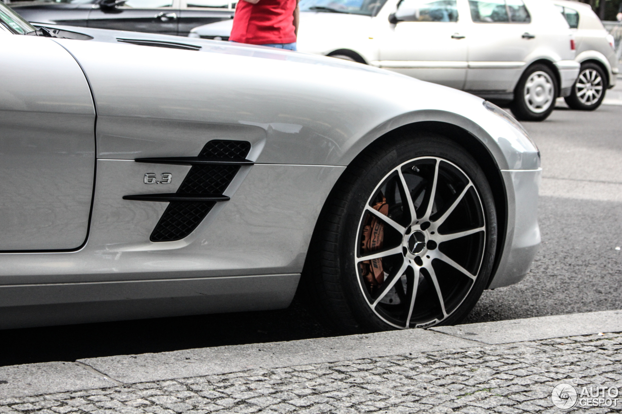 Mercedes benz sls amg gt 18 september 2015 autogespot for 2015 mercedes benz sls amg