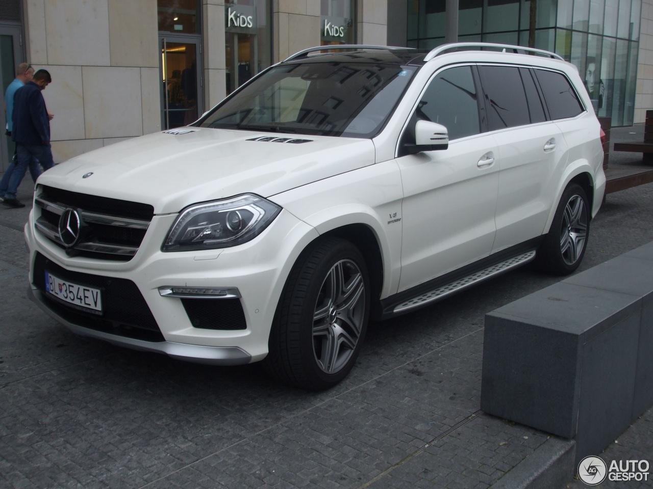 Mercedes benz gl 63 amg x166 7 october 2015 autogespot for Mercedes benz gl 2015