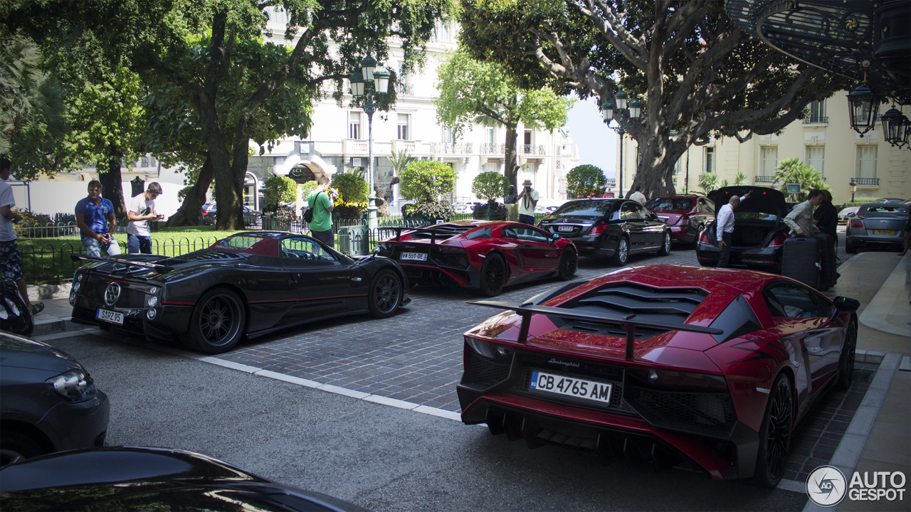 pagani zonda prijs with 07 on 01 likewise 10 Duurste Autos Ter Wereld 2010 together with 30 together with 11 besides 12.