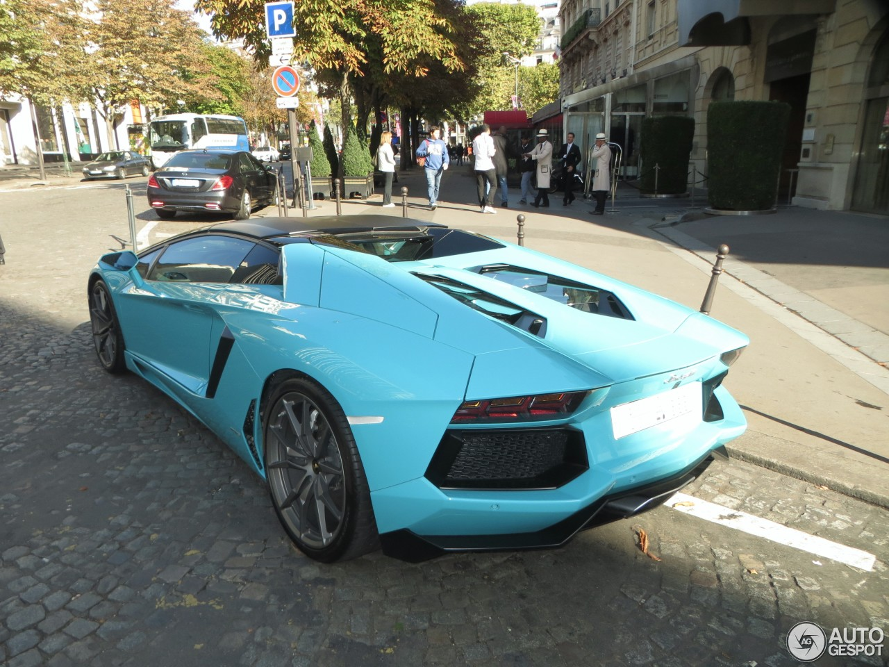 lamborghini aventador lp700 4 roadster 19 octobre 2015 autogespot. Black Bedroom Furniture Sets. Home Design Ideas