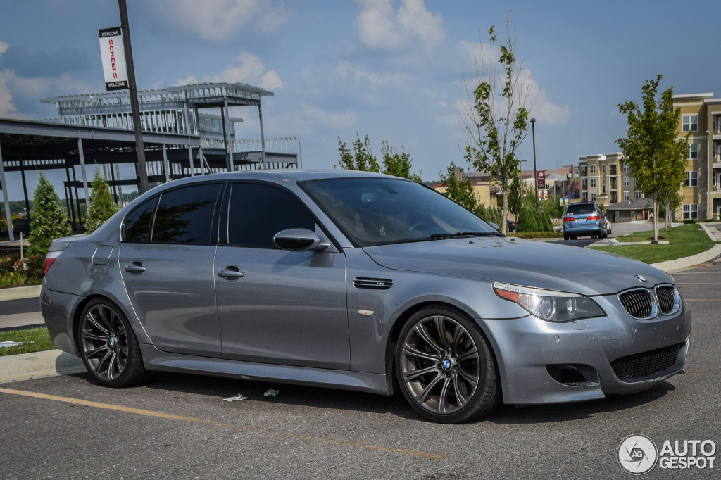 bmw m5 e60 2007 23 october 2015 autogespot. Black Bedroom Furniture Sets. Home Design Ideas