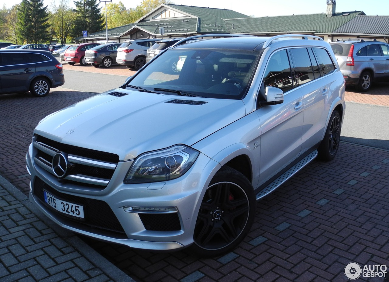 Mercedes benz gl 63 amg x166 24 october 2015 autogespot for Mercedes benz gl amg 2015