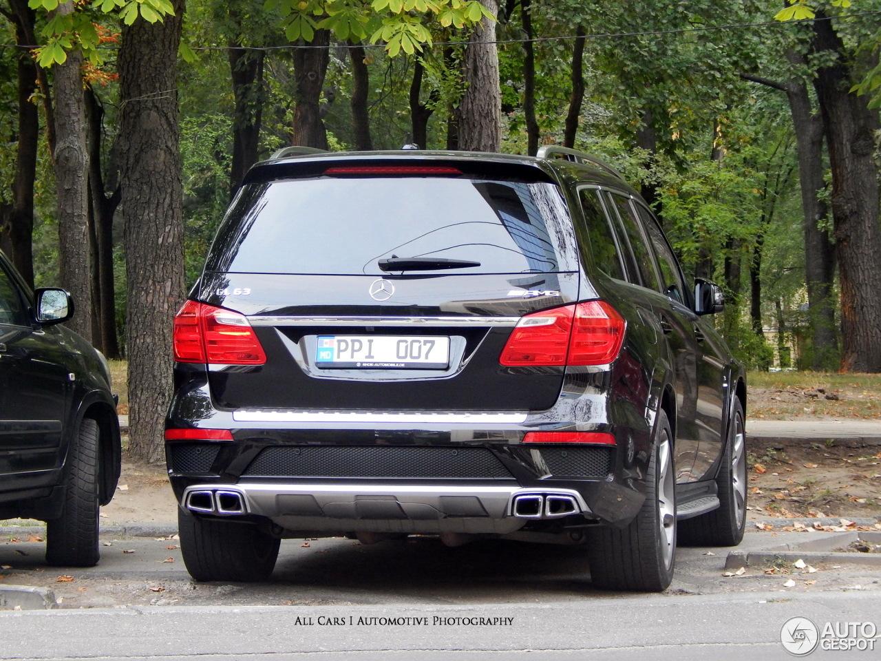 Mercedes benz gl 63 amg x166 27 october 2015 autogespot for Mercedes benz gl amg 2015