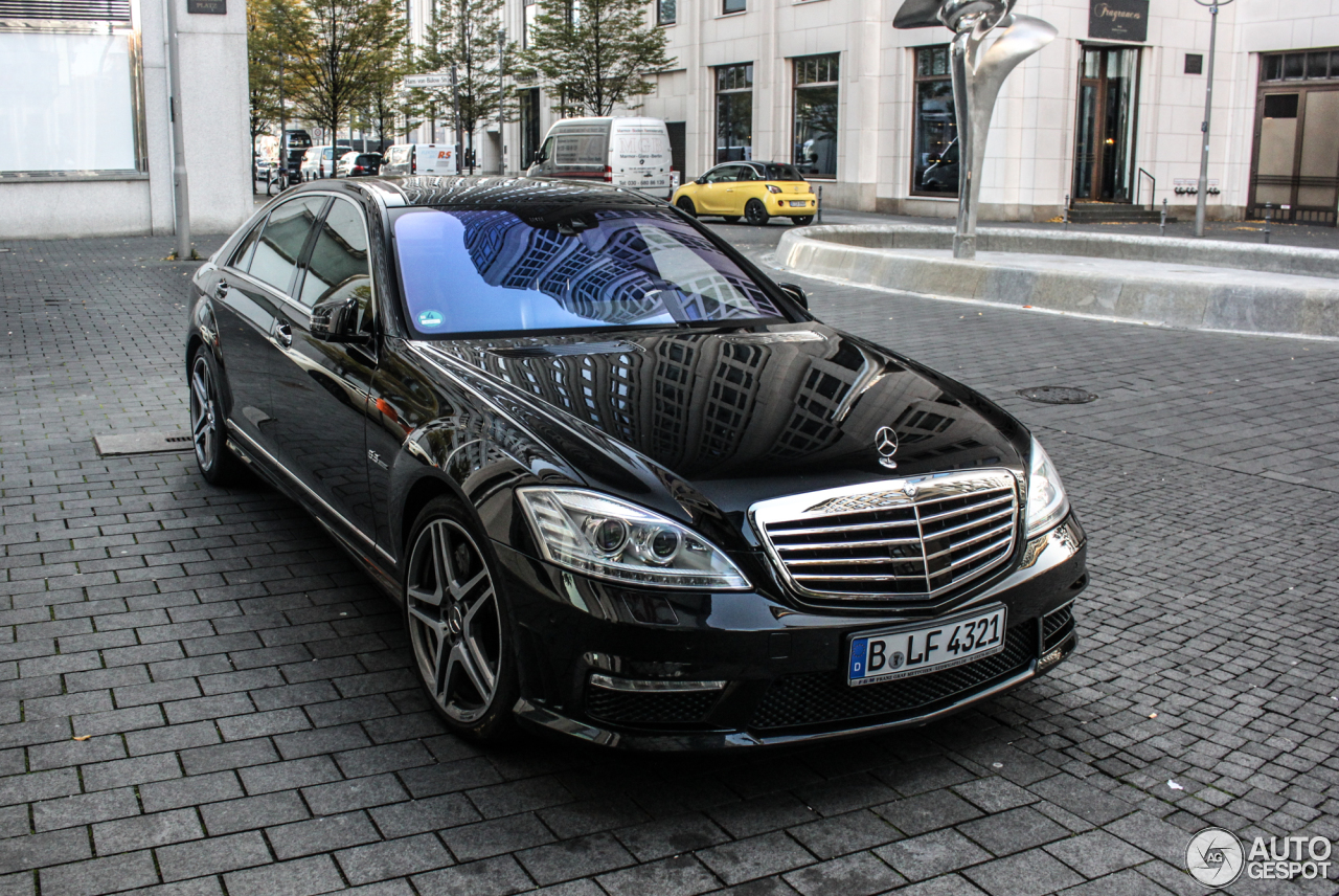 Mercedes benz s 63 amg w221 2010 28 october 2015 for Mercedes benz s63 amg 2010