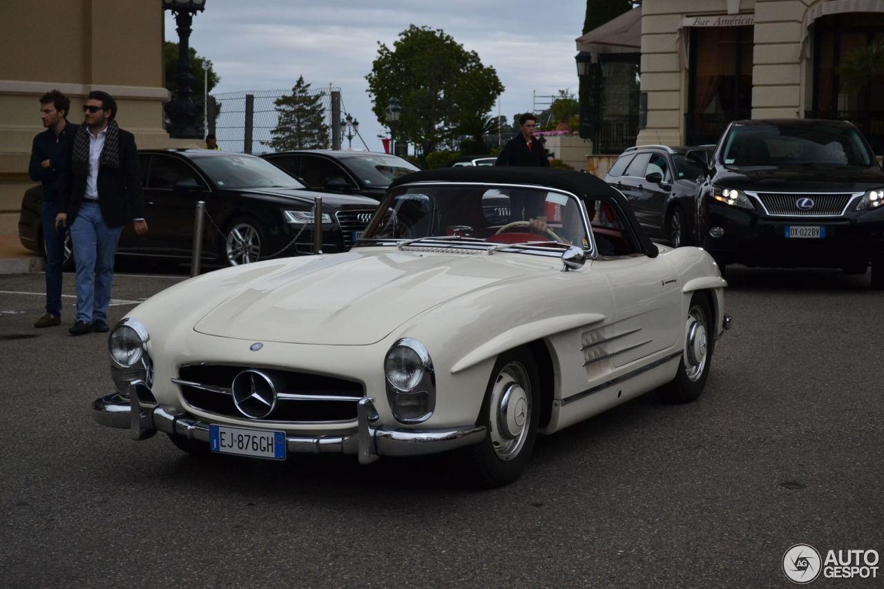Mercedes benz 300sl roadster 4 november 2015 autogespot for Mercedes benz 300 2015
