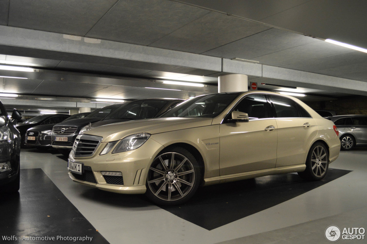 mercedes benz e 63 amg w212 v8 biturbo 5 novembre 2015 autogespot. Black Bedroom Furniture Sets. Home Design Ideas