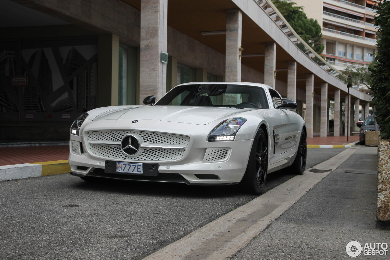 Mercedes benz sls amg electric drive 22 november 2015 for Mercedes benz sls amg electric drive price