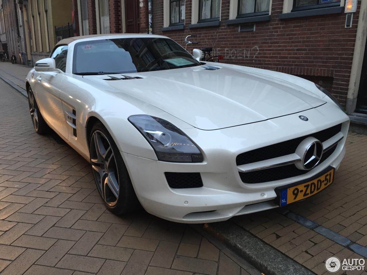 Mercedes benz sls amg roadster 29 december 2015 autogespot for 2015 mercedes benz sls amg convertible