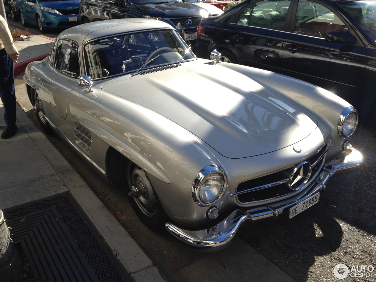 Mercedes benz 300sl gullwing 15 january 2015 autogespot for All types of mercedes benz cars