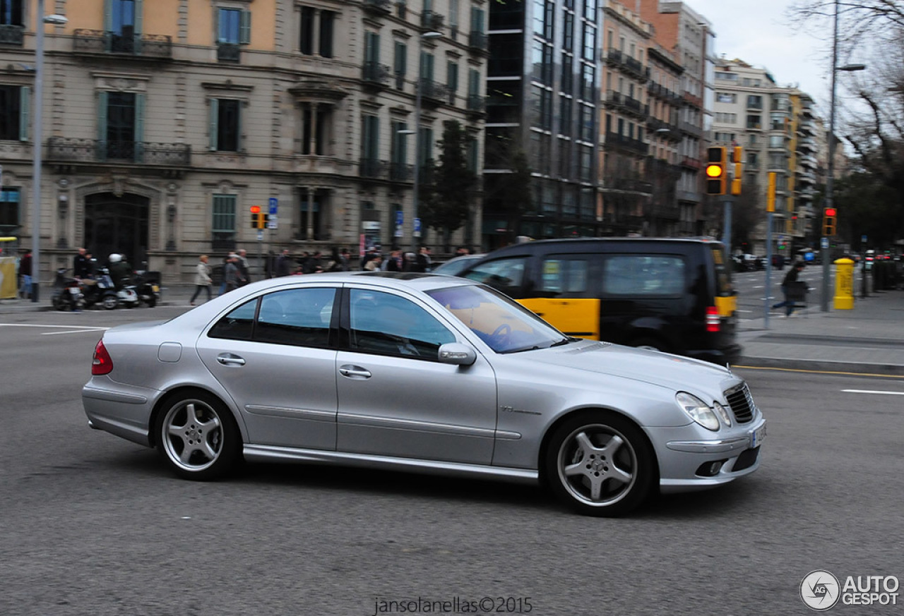 Mercedes benz e 55 amg 15 fvrier 2015 autogespot for Mercedes benz e 55 amg