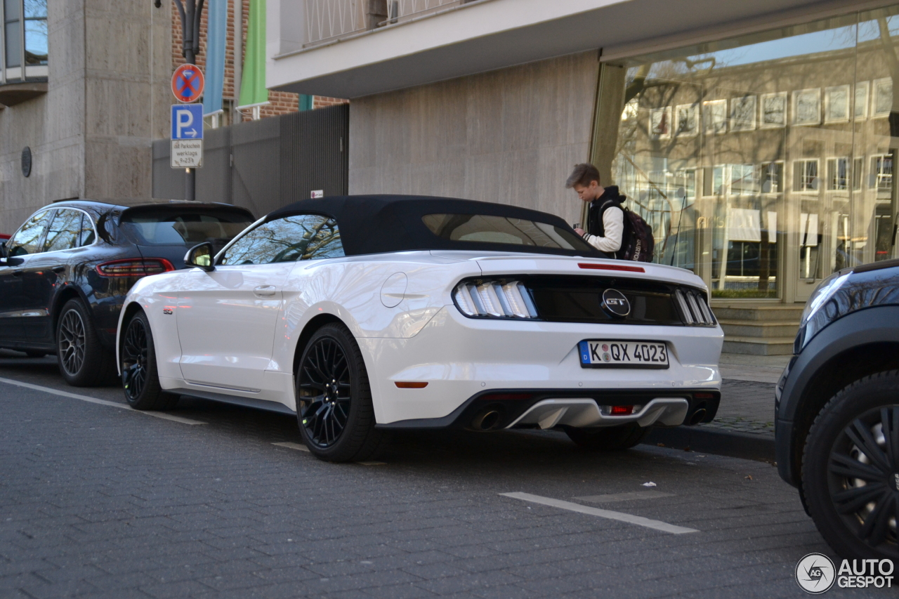 ford mustang gt convertible 2015 3 march 2015 autogespot. Black Bedroom Furniture Sets. Home Design Ideas