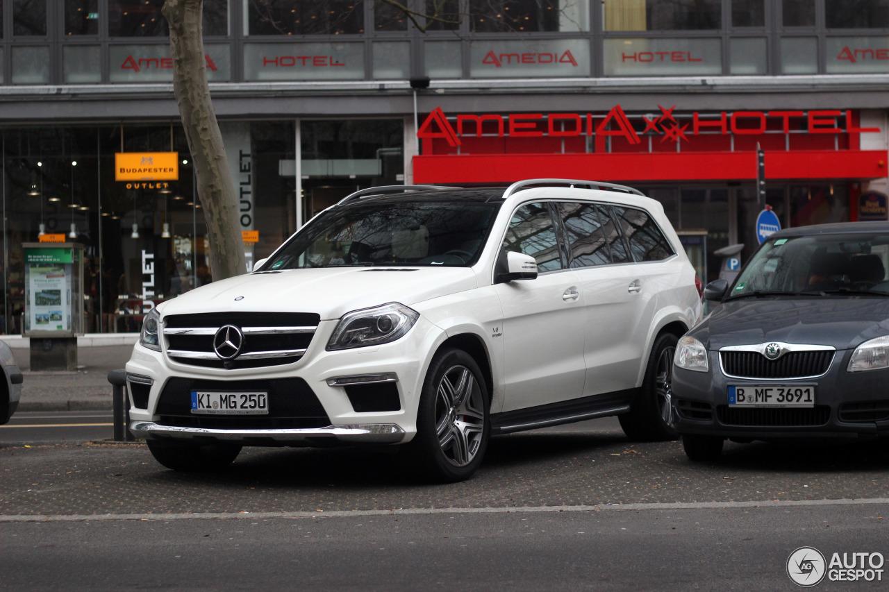 Mercedes benz gl 63 amg x166 21 march 2015 autogespot for Mercedes benz gl 2015
