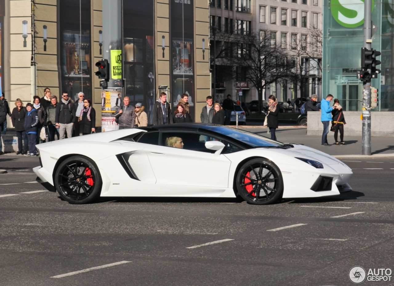 White Lamborghini Aventador Wallpapers | HD Wallpapers