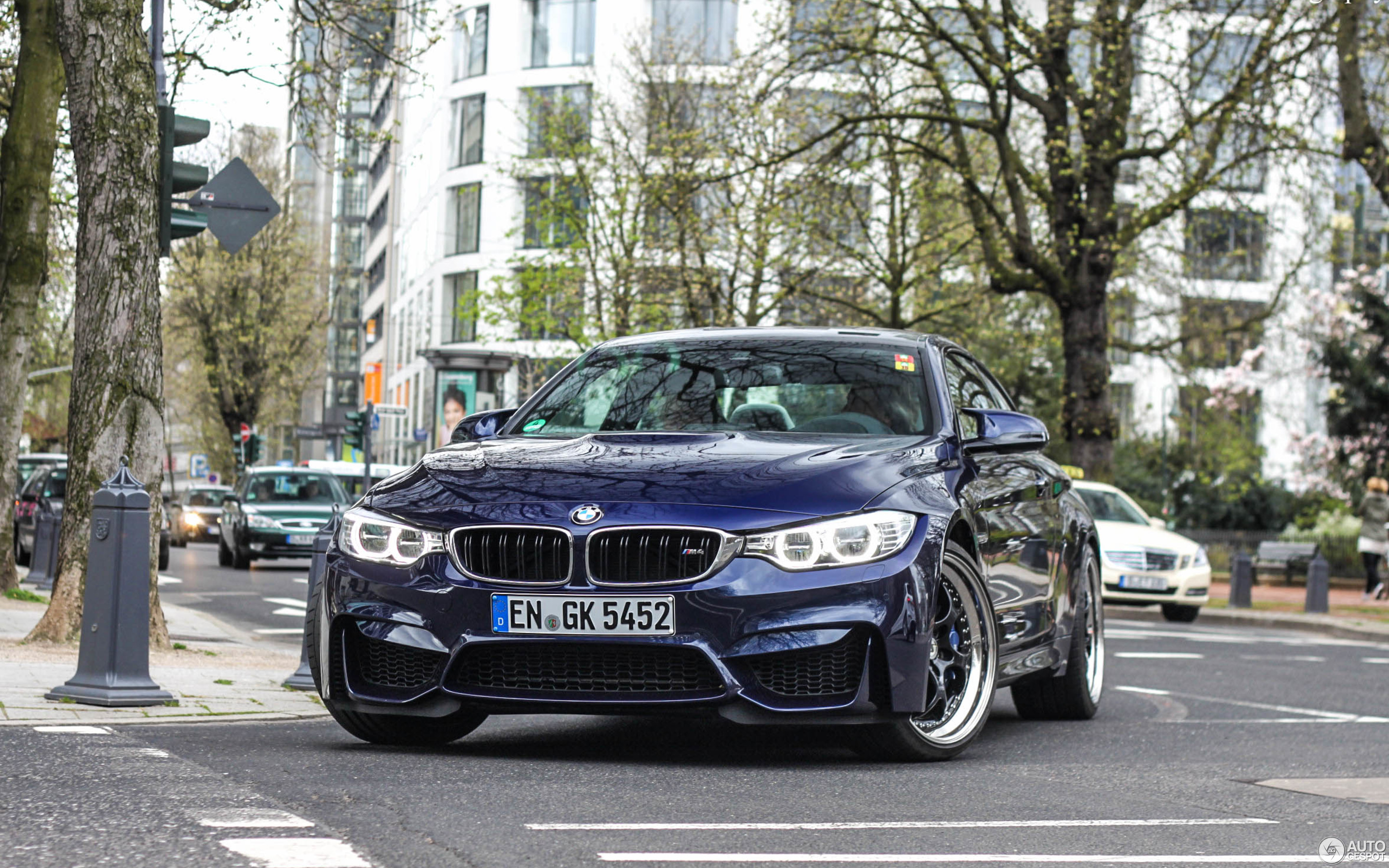 BMW M4 F82 Coupé 14 April 2015 Autogespot