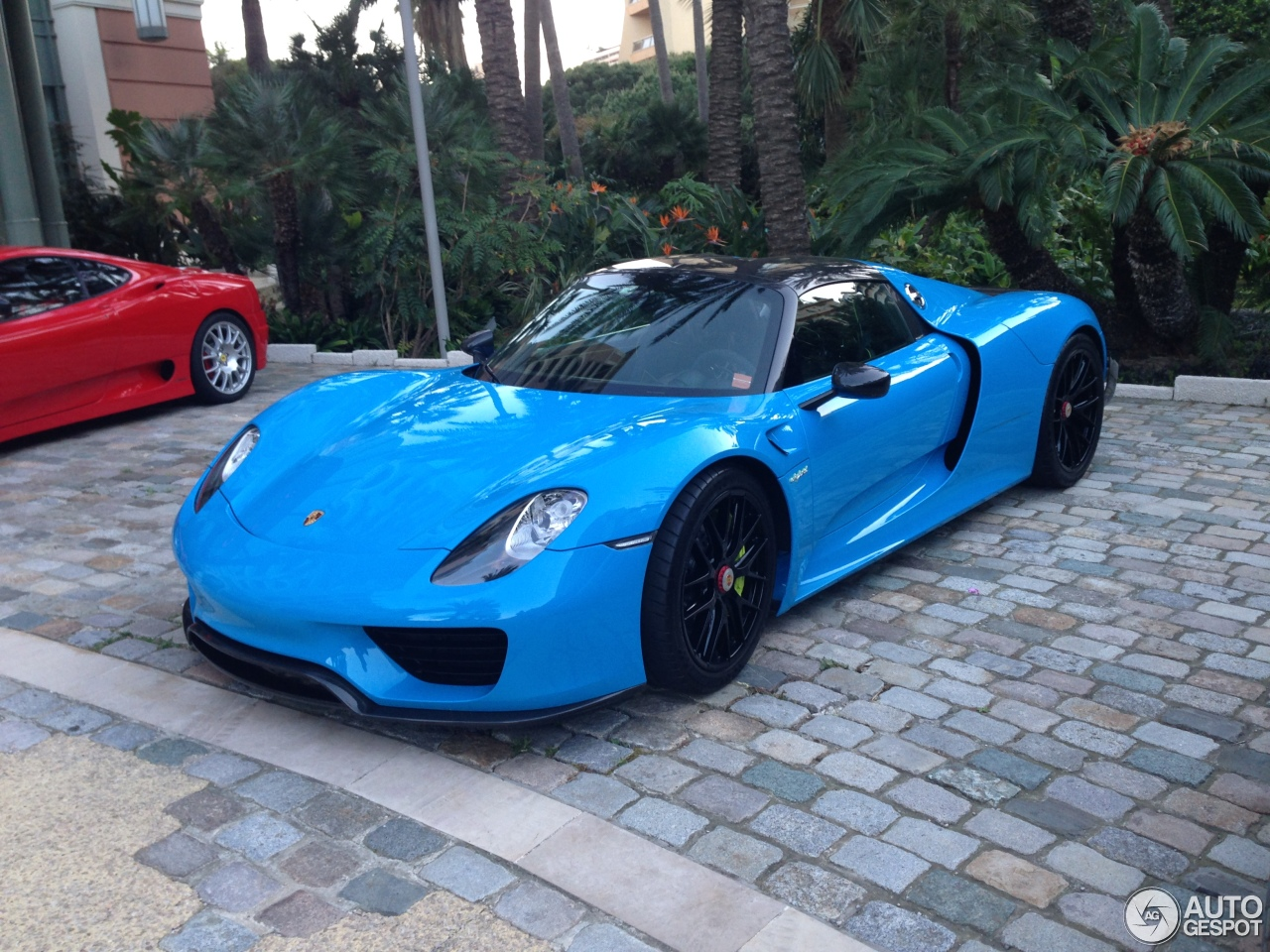 porsche 918 spyder baby blue up close with baby blue. Black Bedroom Furniture Sets. Home Design Ideas
