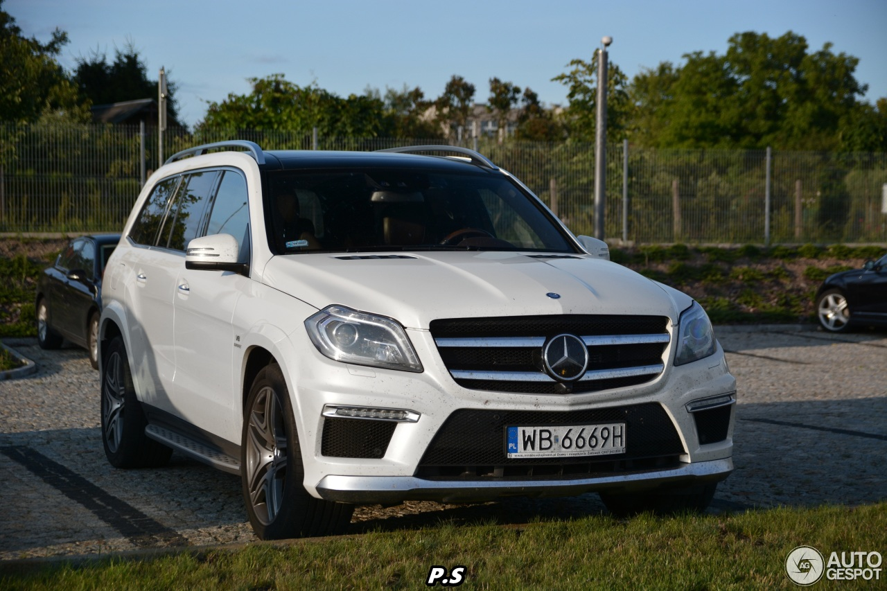 Mercedes benz gl 63 amg x166 16 july 2015 autogespot for Mercedes benz gl amg 2015