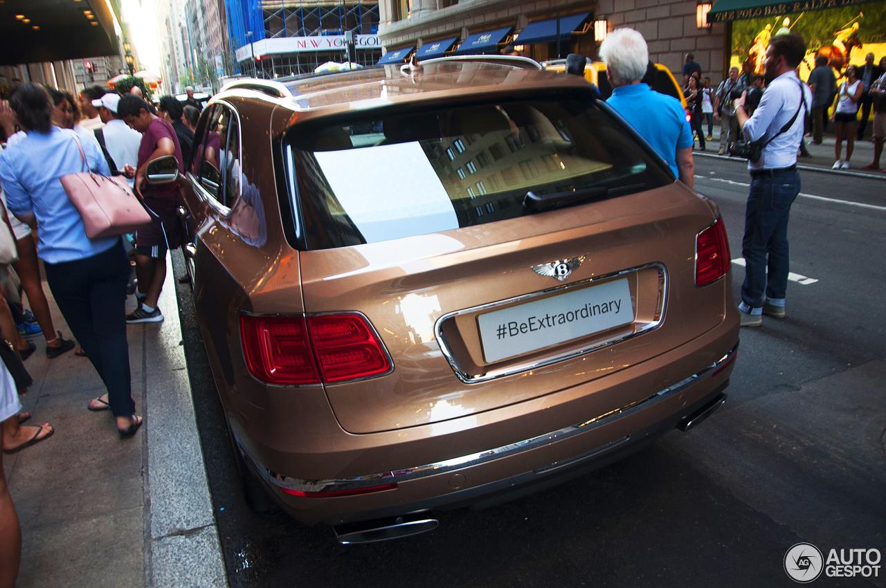 Bentley Bentayga (2016) 60